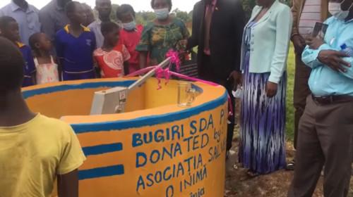 """Fântână donată în Uganda de Asociația """"Salvează o inimă"""""""