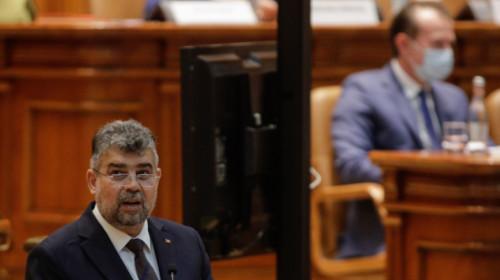 Marcel Ciolacu în Parlament cu Florin Cîțu