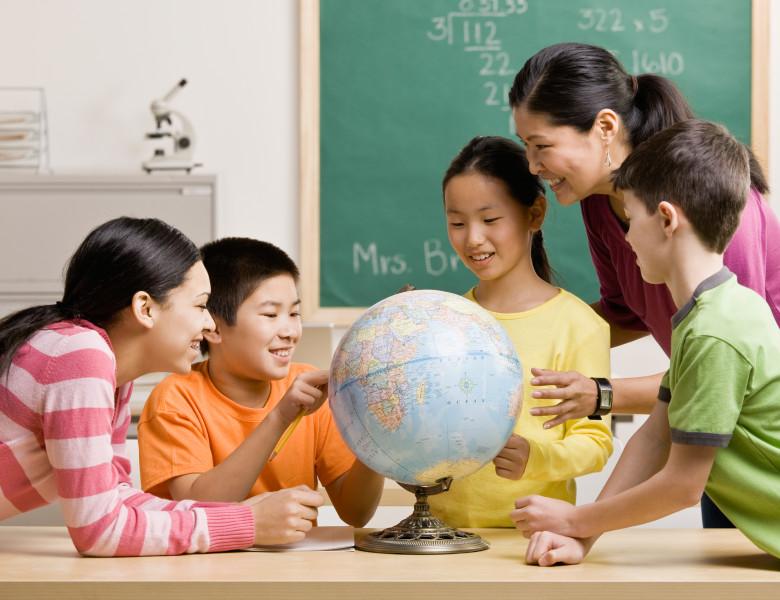 Imagini pentru elevi japonezi