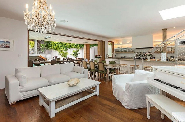 Pamela Anderson Is Selling Her Malibu Home for $ 14.9 Million Dollars