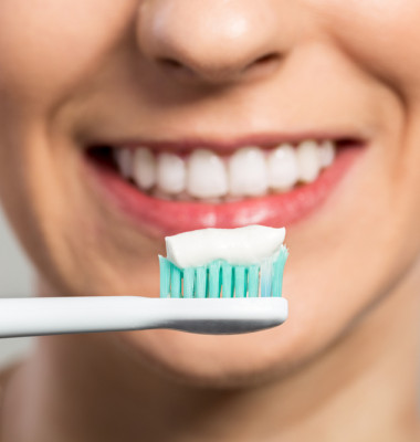 Ready,For,Clening,Teeth,,Toothbrush,And,Toothpaste,Close,Up