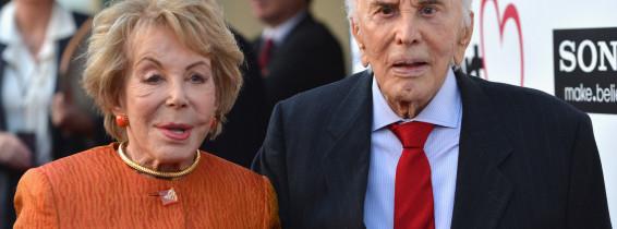 Actorul Kirk Douglas a implinit 102 ani