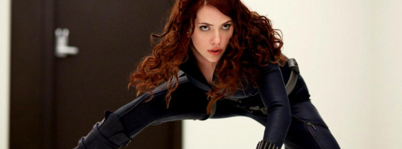 scarlett johansson in pozitie de lupta in black widow