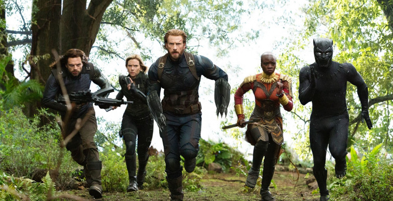 winter soldier, black widow, captain america, okoye, black panther alearga intr-o secventa din avengers infinity war