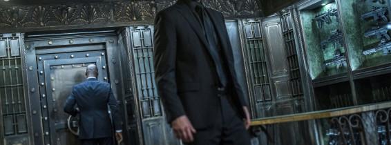 keanu reeves in costum negru intr-o secventa din John Wick: Chapter 3 - Parabellum