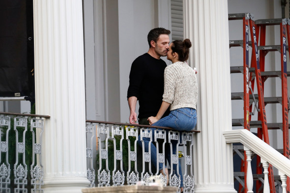 *NO WEB UNTIL 3PM EST 21ST NOV PREMIUM EXCLUSIVE* Ben Affleck and Ana de Armas lock lips and passionately kiss during a break in filming on the movie set of their new psychological erotic thriller