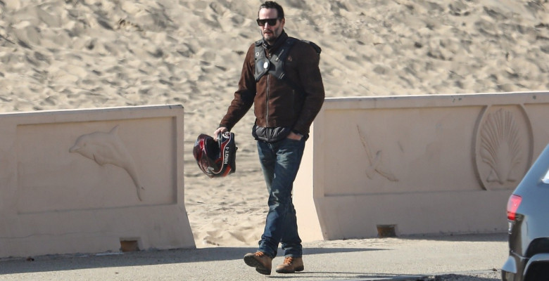 *EXCLUSIVE* Keanu Reeves shows off his very fit bod at 56 as he goes for a swim in Malibu **WEB EMBARGO UNTIL 12:15 PST on January 6, 2021**
