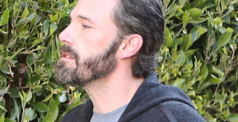 PREMIUM EXCLUSIVE Ben Affleck Emerges With Slicked Back Hair As He Retrieves His Breakfast Delivery