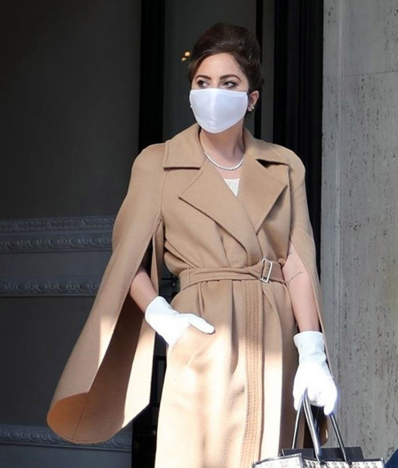 *PREMIUM-EXCLUSIVE* MUST CALL FOR PRICING BEFORE USAGE - Stylish-looking Superstar singer Lady Gaga makes her first public appearance since her traumatic incident with her dogs as she leaves her hotel in Rome.