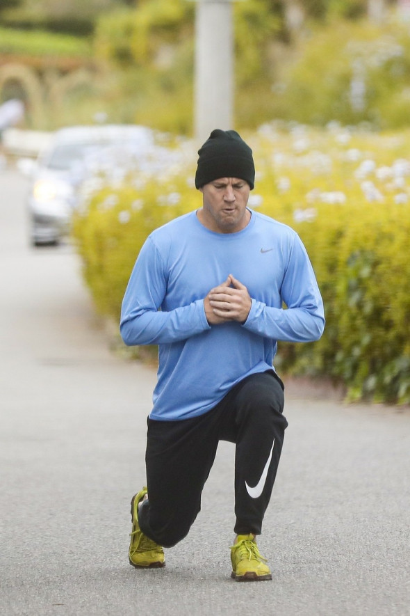 *EXCLUSIVE* Channing Tatum is not skipping leg day! Performs lunges during outdoor workout in Santa Monica