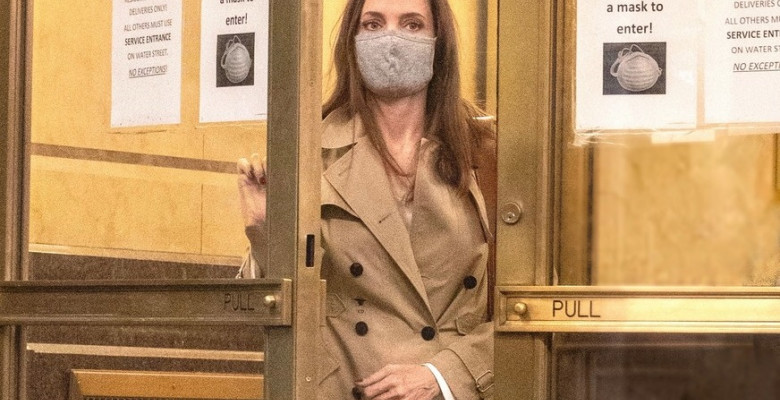 EXCLUSIVE: NO WEB BEFORE 11AM PST JUNE 13 2021-- *PREMIUM EXCLUSIVE RATES APPLY* Angelina Jolie Seen Leaving Ex-Husband Jonny Lee Miller's NYC Apartment Under The Cover Of Darkness After Arriving 3 Hours Earlier With An Expensive Bottle of Wine