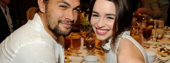 Emilia Clarke si Jason Momoa