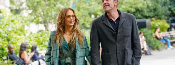 Ben Affleck And Jennifer Lopez Lock Lips In New York