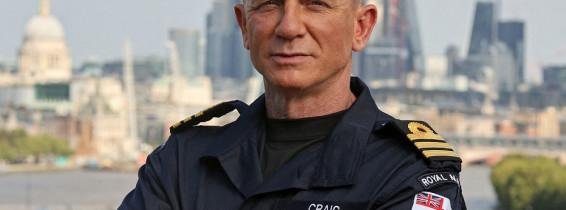 Daniel Craig porte son grade honorifique de commandant de la Royal Navy