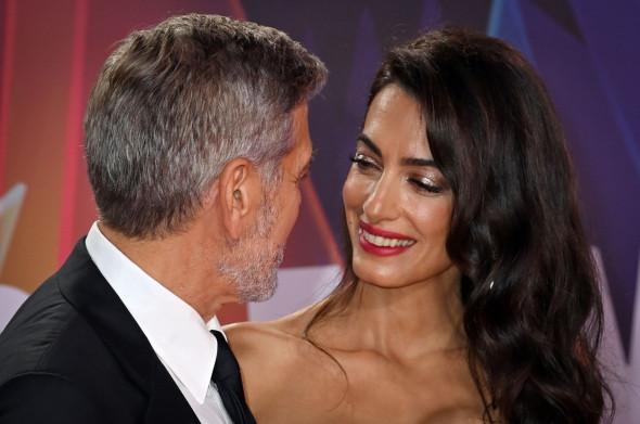 George Clooney și Amal Clooney la premiera The tender Bar, Londra