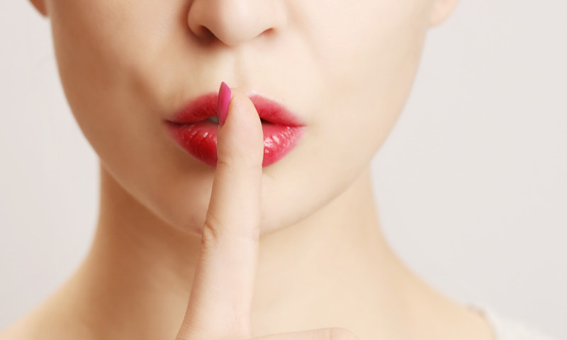 femeie buze secret