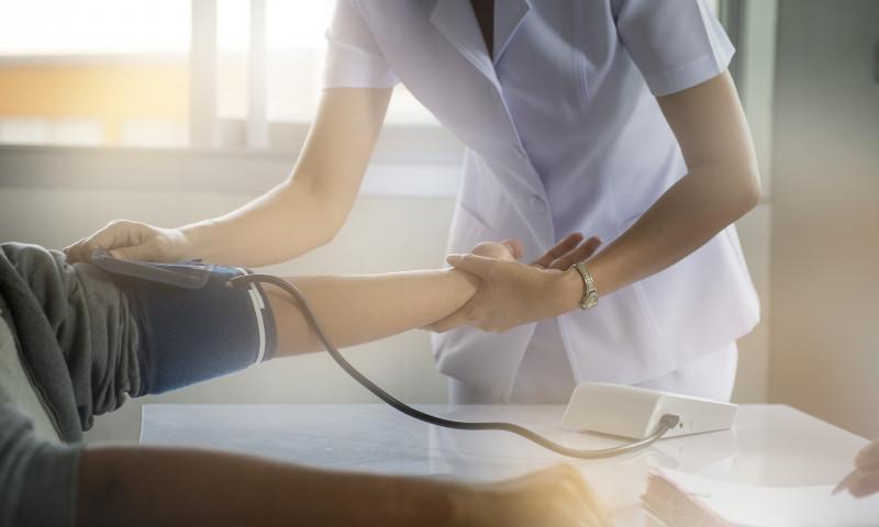 asistenta medicala pacient
