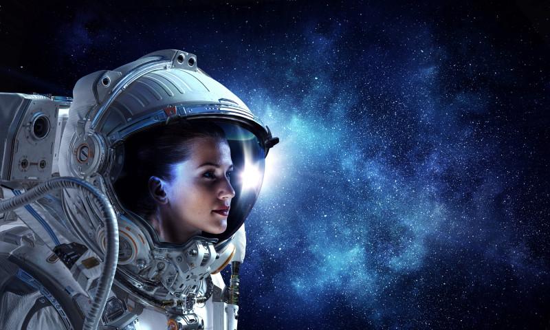 femeie astronaut