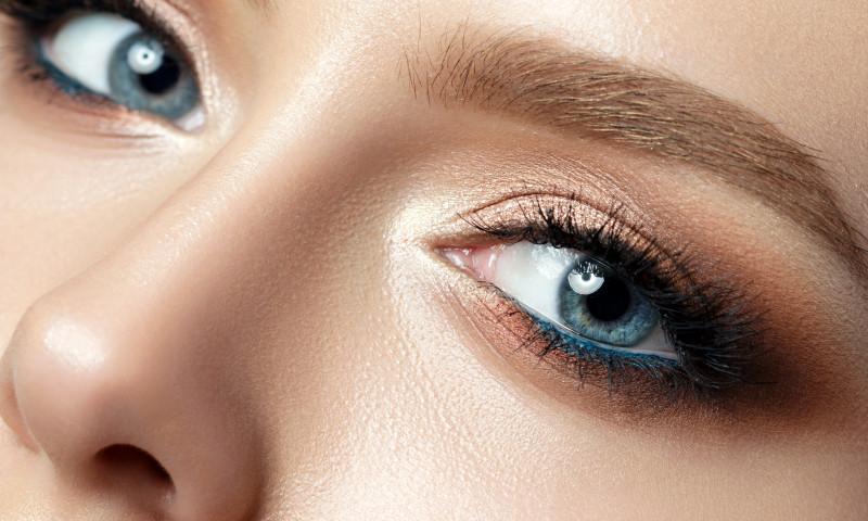 ochi albastri