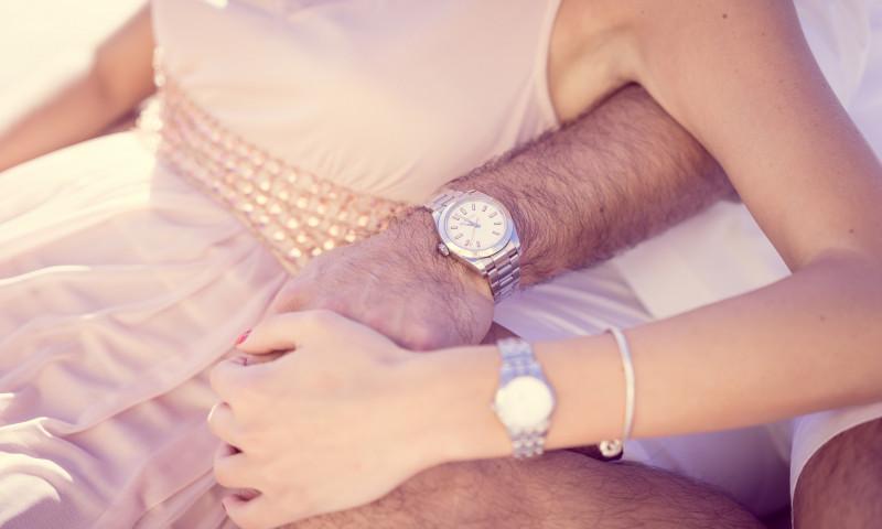 cuplu maini ceas
