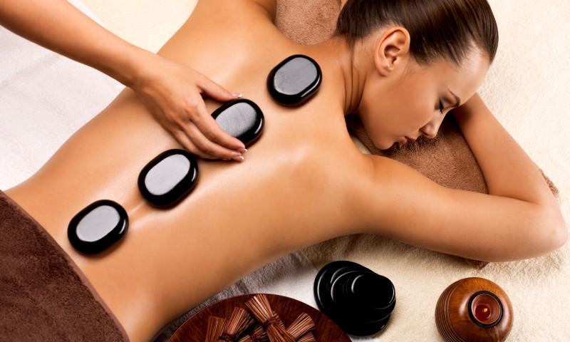 masaj cu pietre
