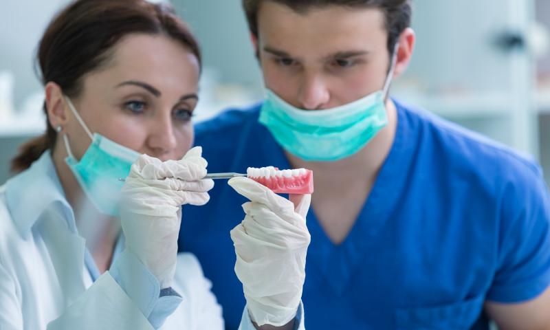 scrasnit dinti, inclestare maxilar, stomatolog