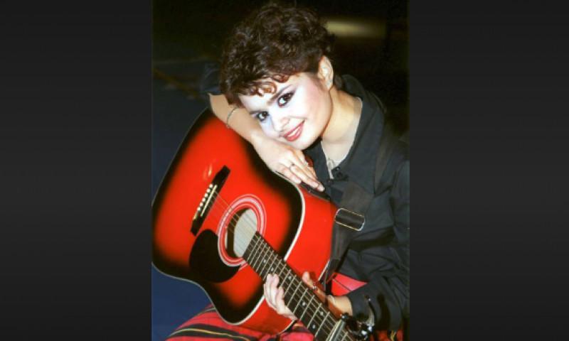 """Îți mai aduci aminte de Ana Maria, cea care cânta """"Ochii tăi""""? Artista a dispărut din lumina reflectoarelor și e mama unei fetițe"""
