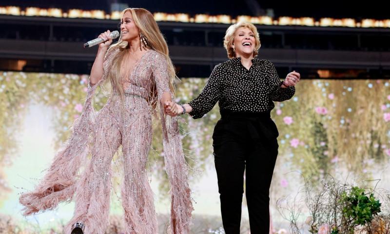 Jennifer Lopez, alături de mama ei
