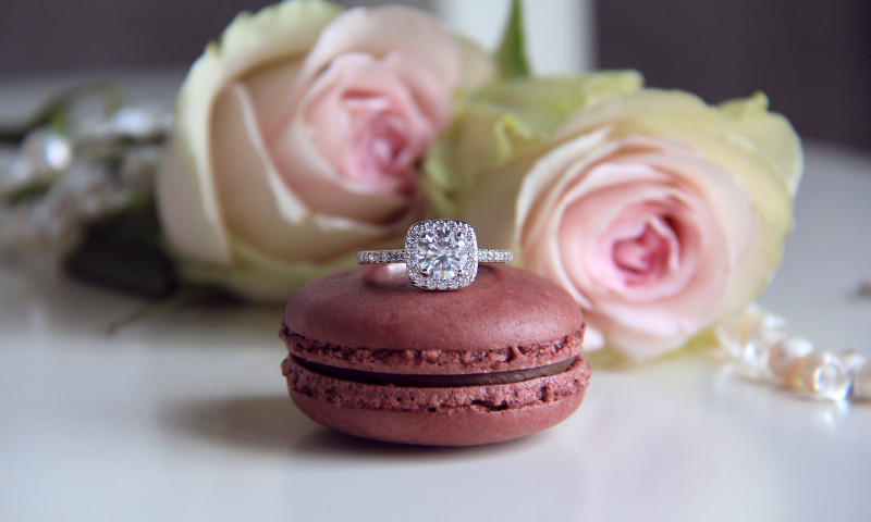 Diamond,Ring,On,Macaron,And,Roses,Background