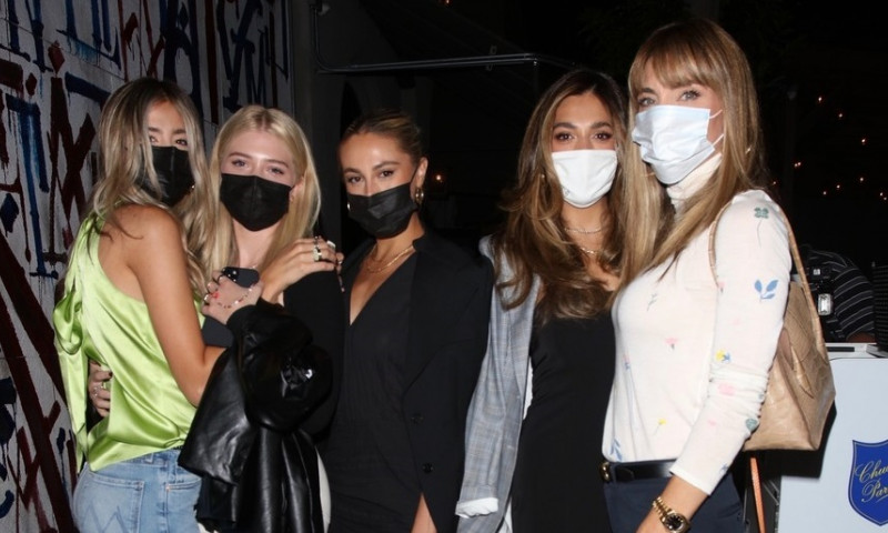 Jennifer Flavin poses with her daughters outside Craig's