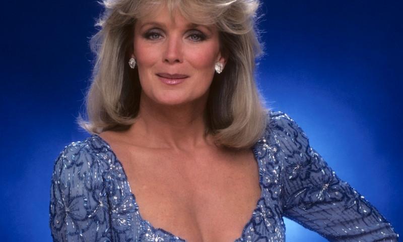 Linda Evans, în Dinastia, în 1983
