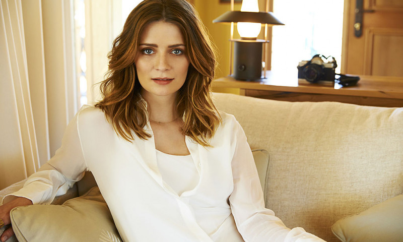 Mischa Barton Visits Emirates Wolgan Valley Resort & Spa