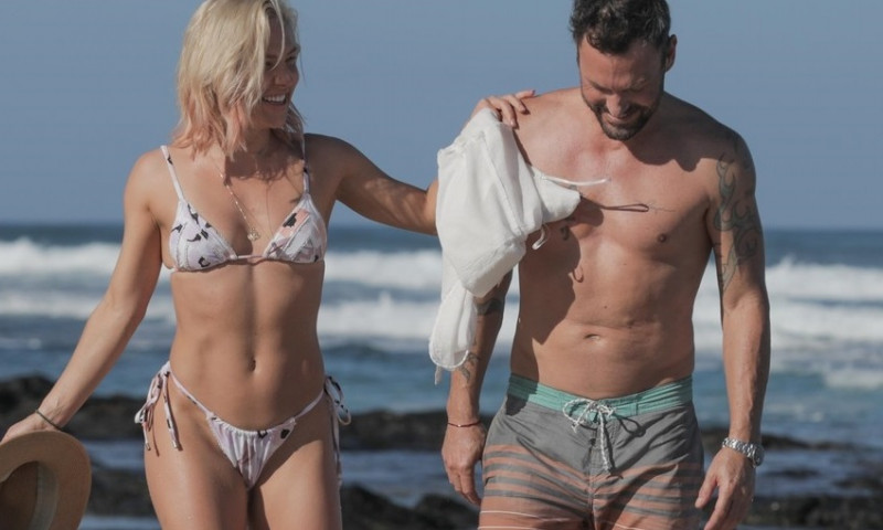 *PREMIUM-EXCLUSIVE* Brian Austin Green puts on a very steamy display with DWTS star Sharna Burgess during a romantic beach getaway. *WEB EMBARGO UNTIL 7:30 PM PST on January 5, 2021*