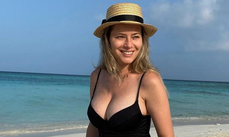 Laura Cosoi in Maldive
