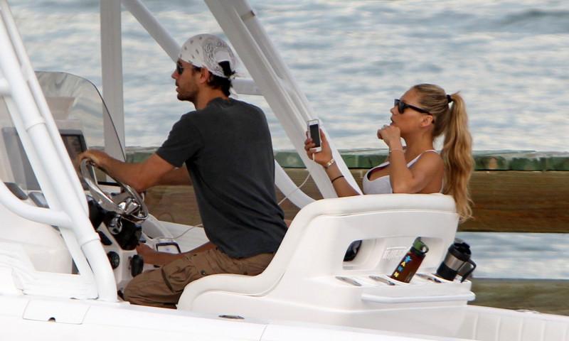 **EXCLUSIVE** Enrique Iglesias shows off his boating skills as he takes girlfriend Anna Kournikova for a ride in Miami