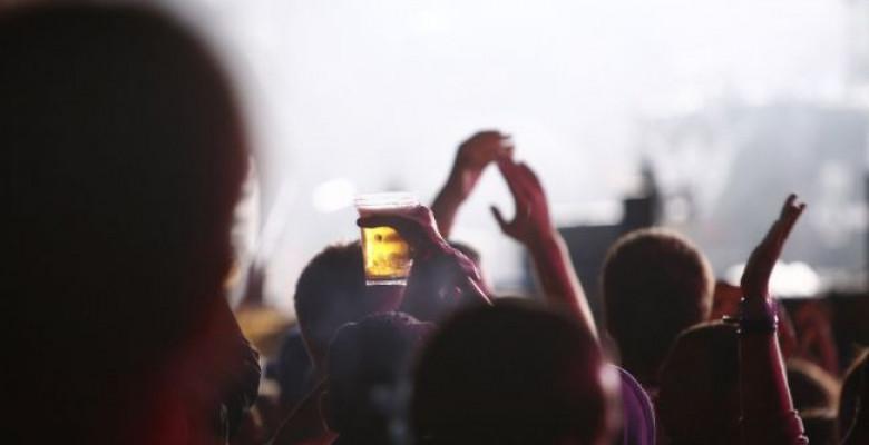 festivalul-care-a-umplut-plaja-25-000-de-mii-de-fani-au-trait-live-evolutia-muzicii-romanesti-la-ursus 4