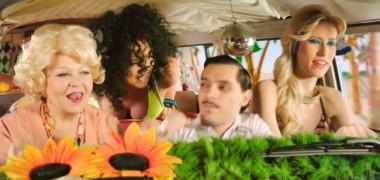 videoclip-inna-wow-vezi-cea-mai-sexy-poveste-spusa-in-lenjerie-intima 6