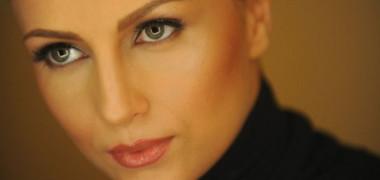 lora-fara-el-vezi-noul-videoclip-filmat-pe-strazile-din-bucuresti-video 1