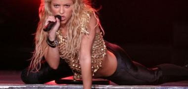shakira-a-dansat-in-mijlocul-strazii-in-barcelona-video 1