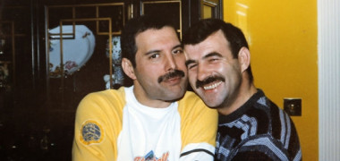 freddie-mercury-jim-hutton-candid-photos-23-592d50c6660d0-png__605