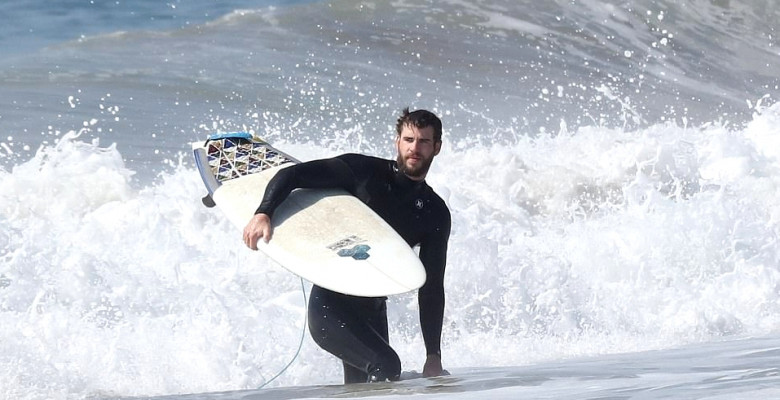liam-hemsworth-surf-malibu2