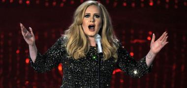 Adele, pe aceeași plajă cu Harry Styles. Artista, tot mai greu de recunoscut după ce a slăbit peste 20 de kilograme