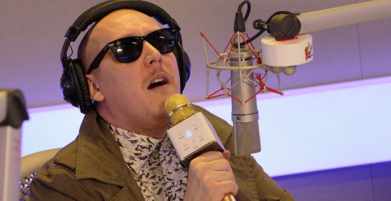 whatUP-Microfon-header