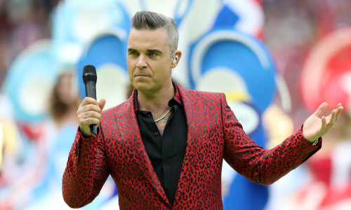 robbie-williams-ceremonie-campionat-mondial-rusia-header-bun