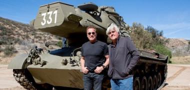 Arnold Schwarzenegger a distrus o limuzină cu ajutorul unui tanc   VIDEO