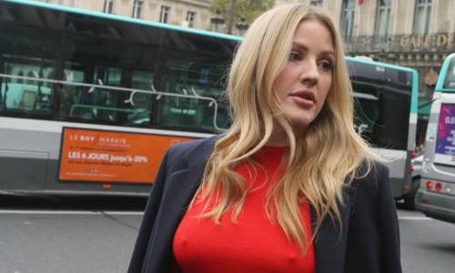 Célébrités arrivent au défilé Stella McCartney à l'opéra Garnier à Paris