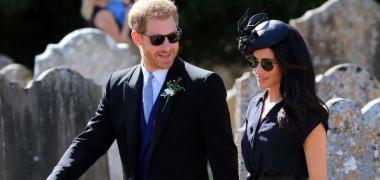 Prințul Harry a apărut cu pantofii găuriți la nunta unui bun prieten