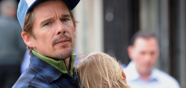 EXCLUSIVE: Ethan Hawke with his daughter run errands in Chelsea, New York City