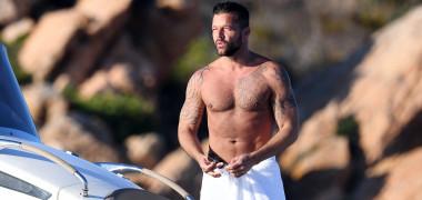 Ricky Martin este tatăl a trei băieți și o fată. Imagini rare cu copiii săi