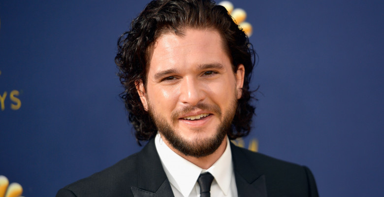 Kit Harington la gala premiilor Emmy